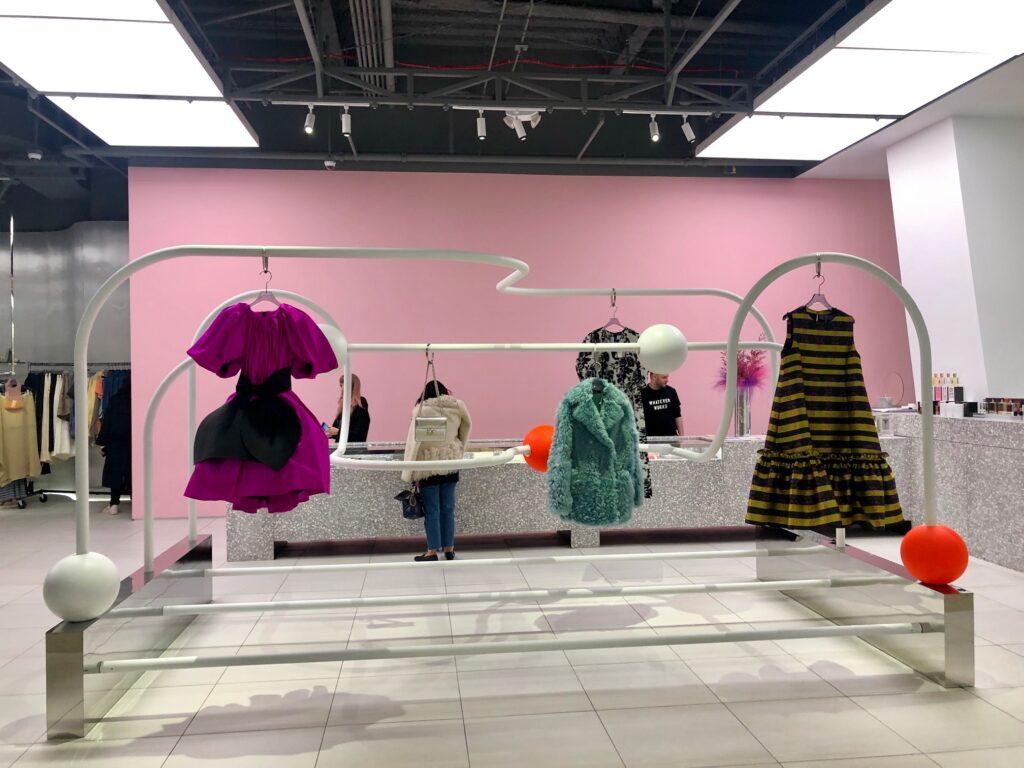 12 coisas interessantes no Hudson Yards Mall, novo shopping em Nova York, varejo de Nova York, Hudson Yards, Neiman Marcus, Conservatory, Forty Five Ten, lojas novas em Nova York, lojas novas em Nova Iorque, shopping novo em Nova Iorque, tendências de varejo, tendências de varejo em Nova Iorque, Crivorot Scigliano, Marcia Crivorot, ersonal stylist em Nova York, personal shopper brasileira em Nova York